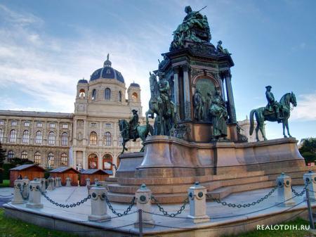 Вена - город красивых зданий и больших блюд!